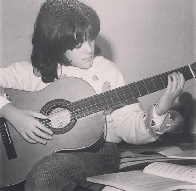 michela_suona_chitarra